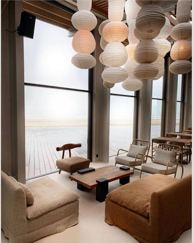 S'évader en images – un 'beach' restaurant revu en style wabi-sabi.