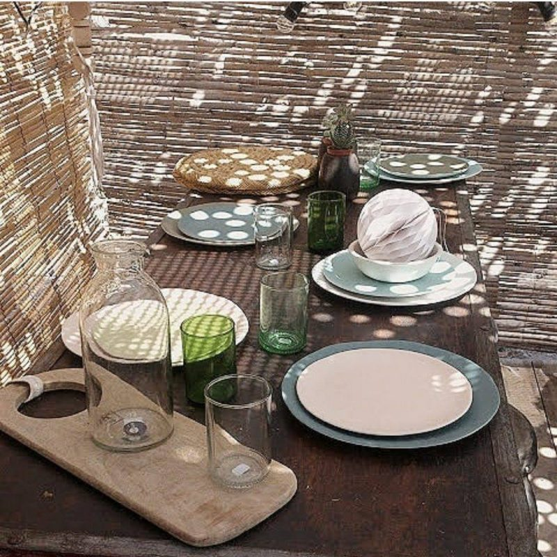 Décorating the table to get the beach ambiance in the home. Table setting natural touch