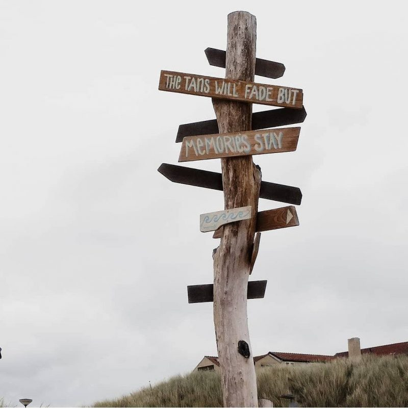 Direction totem ath the beach Bergen aan Zee. Holiday ambiance. DIY with a beachy holiday style